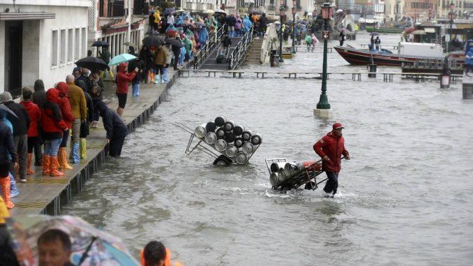 Voda u Veneciji dostila 127 centimetara (FOTO/VIDEO) 9
