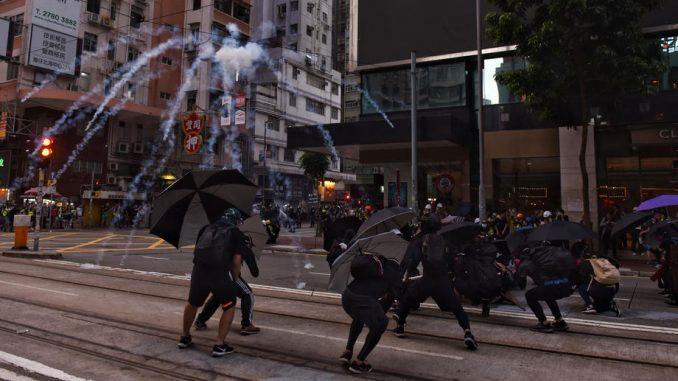 """Protest u Hongkongu: Napad na redakciju """"Sinhua"""" 4"""