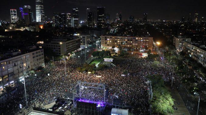 Desetine hiljada ljudi na obeležavanju godišnjice ubistva Jicaka Rabina 1