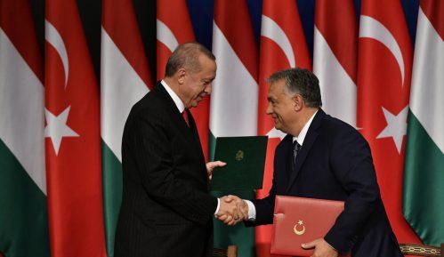 Erdogan u Budimpešti zapretio da će migrantima otvoriti put ka zapadu Evrope 15