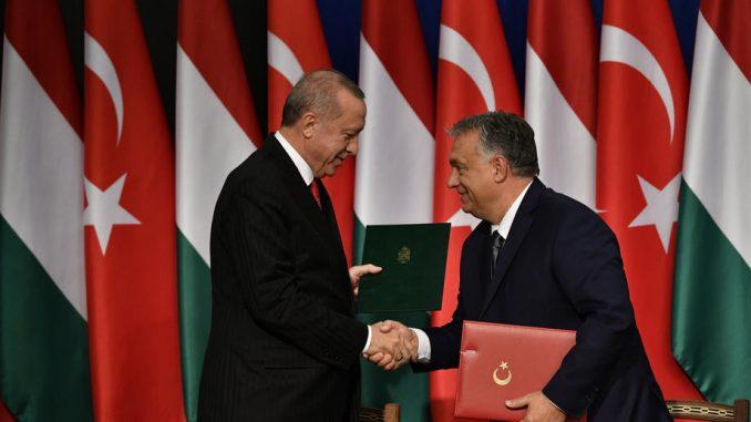 Erdogan u Budimpešti zapretio da će migrantima otvoriti put ka zapadu Evrope 4