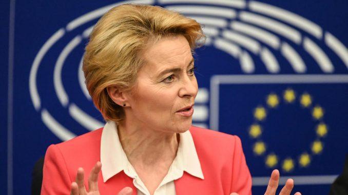 Ursula fon der Lajen odala priznanje Junkeru za brigu o Evropi 1
