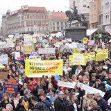 """Oko 20.000 nastavnika, učitelja i građana na protestu """"Hrvatska mora bolje"""" u Zagrebu 6"""