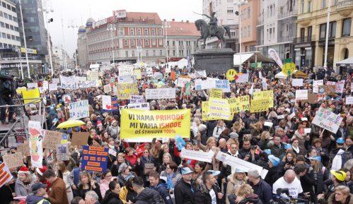 """Oko 20.000 nastavnika, učitelja i građana na protestu  """"Hrvatska mora bolje"""" u Zagrebu 2"""