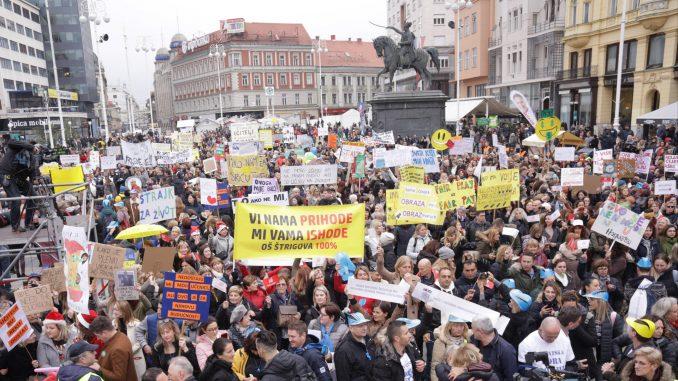 """Oko 20.000 nastavnika, učitelja i građana na protestu  """"Hrvatska mora bolje"""" u Zagrebu 3"""