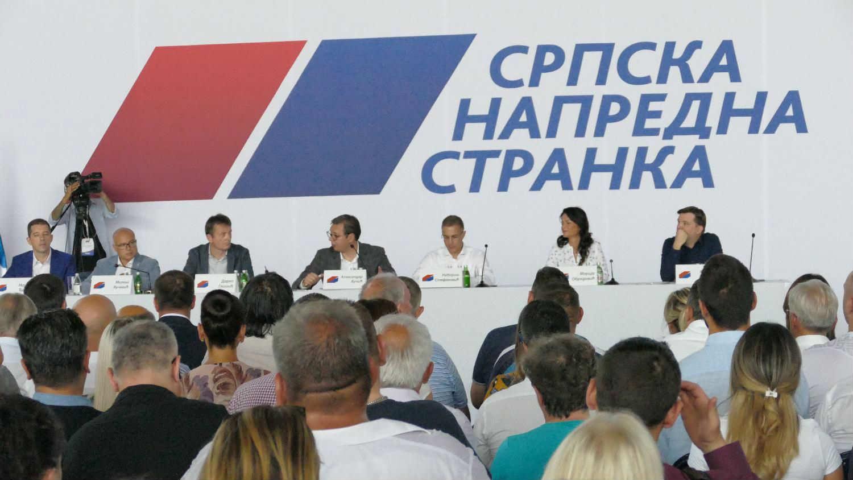 Svaki petnaesti Kinez član partije, a svaki deveti Srbin član SNS