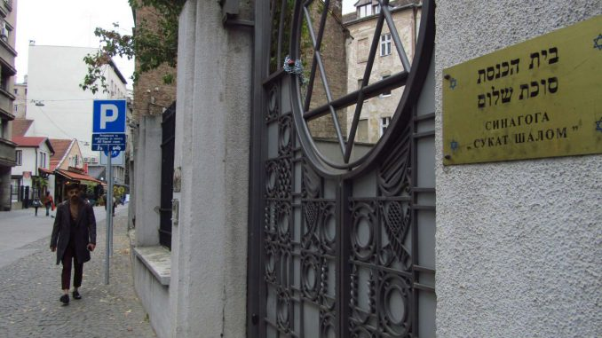 Sinagoga i dalje zauzeta 2