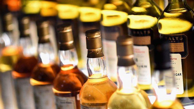 """Viski """"u prirodnoj veličini"""": Najveća flaša na svetu prodata za 18.000 evra 4"""