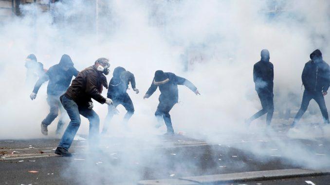 Štrajk u Francuskoj: Hiljade ljudi na ulicama zbog Makronove reforme penzionog sistema 3