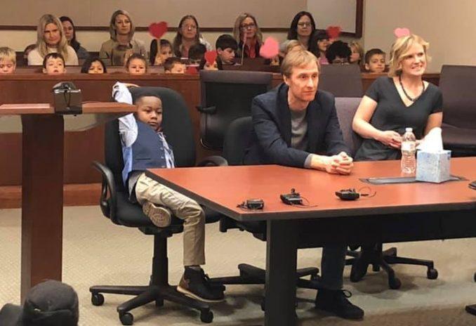 Petogodišnjak pozvao ceo vrtić u sud da proslave njegovo usvajanje 4