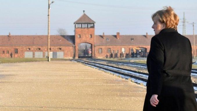 Merkel posetila Aušvic: Nemačka će zauvek biti odgovorna za nacističke zločine 4