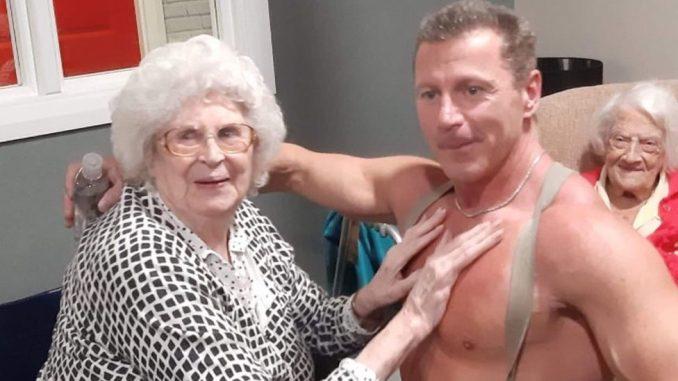 """Baka poželela stripera sa """"velikim bicepsima"""", dom joj ispunio želju 3"""