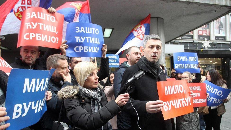 Skup Dveri ispred ambasade Crne Gore u Beogradu