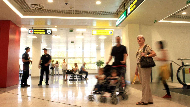 Belgija i Holandija zabranile letove iz Velike Britanije zbog nove vrste virusa, Nemačka razmatra 1