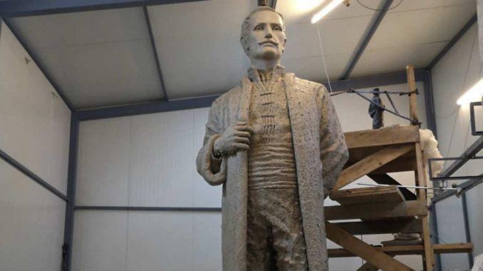 Privodi se kraju modelovanje spomenika Jevremu Obrenoviću u Šapcu 1