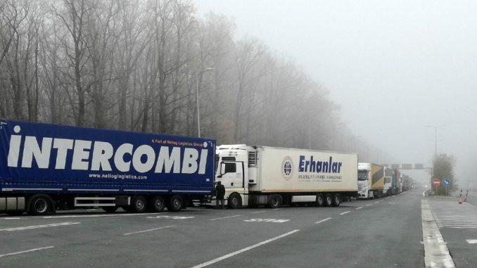 Za teretnjake zadržavanje na graničnim prelazima Sremska Rača, Batrovci i Šid duže od sata 3