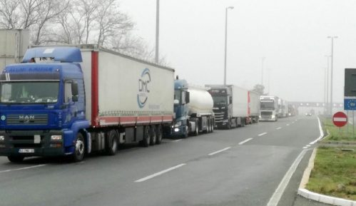Kamioni čekaju 16 sati na prelazu Batrovci 39