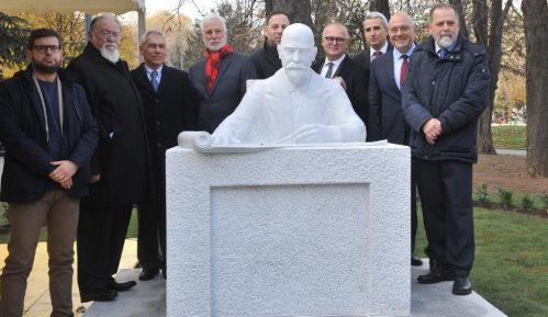 Na Malom Tašmajdanu otkriven spomenik Nikolaju Krasnovu 1
