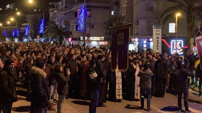 Više hiljada Srba u litiji od Zvečana do Kosovske Mitrovice u znak podrške SPC u Crnoj Gori 1