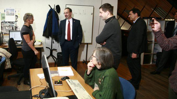 Američki ambasador Entoni Godfri posetio redakciju Danasa 2