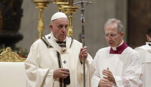 Papa pozvao sveštenike da obilaze bolesne od korona virusa 5