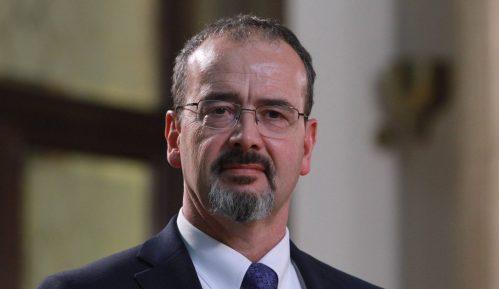Ambasador SAD u Srbiji zapalio badnjak i čestitao Božić 6