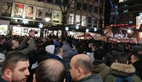 Protest ispred ambasade Crne Gore zbog zakona o crkvenoj imovini (VIDEO) 4