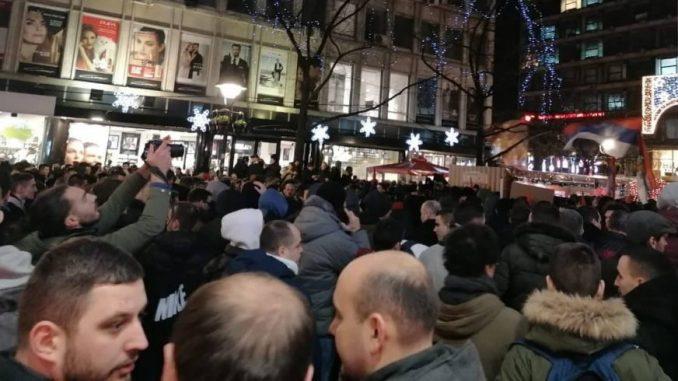 Protest ispred ambasade Crne Gore zbog zakona o crkvenoj imovini (VIDEO) 2