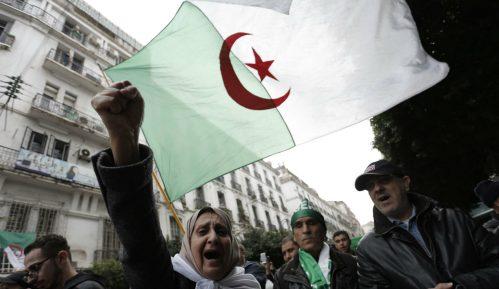 U Alžiru nekoliko hiljada ljudi na protestu protiv vlasti 8