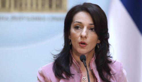 Tepić: Poštenije je ukinite Parlament, nego da ga ponižavate 8
