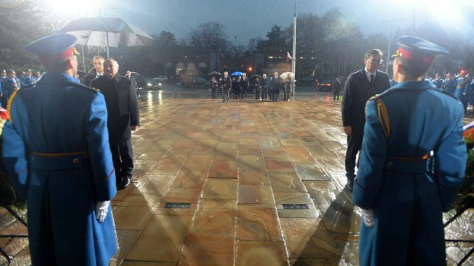 Vučić i Lukašenko položili vence na Spomen-groblju oslobodilaca Beograda 1