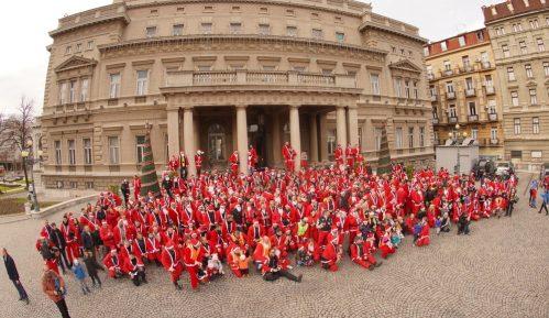 Deda Mrazovi na motorima i ove godine odneli poklone deci iz Sremčice 13