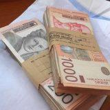 Javni sektor podigao prosečne plate u Srbiji 12