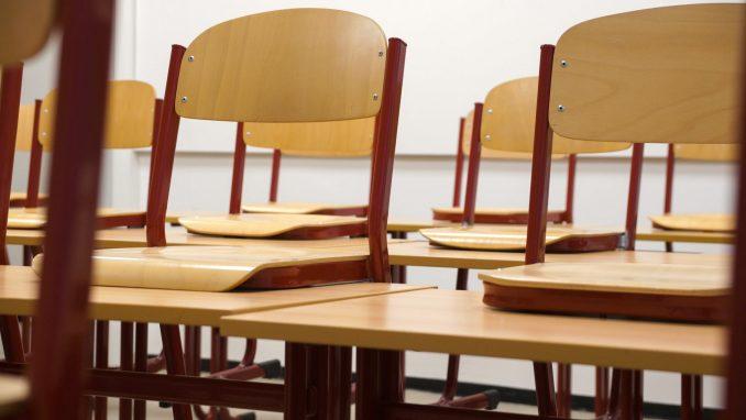 Na severu Kosova škole obustavile nastavu 4