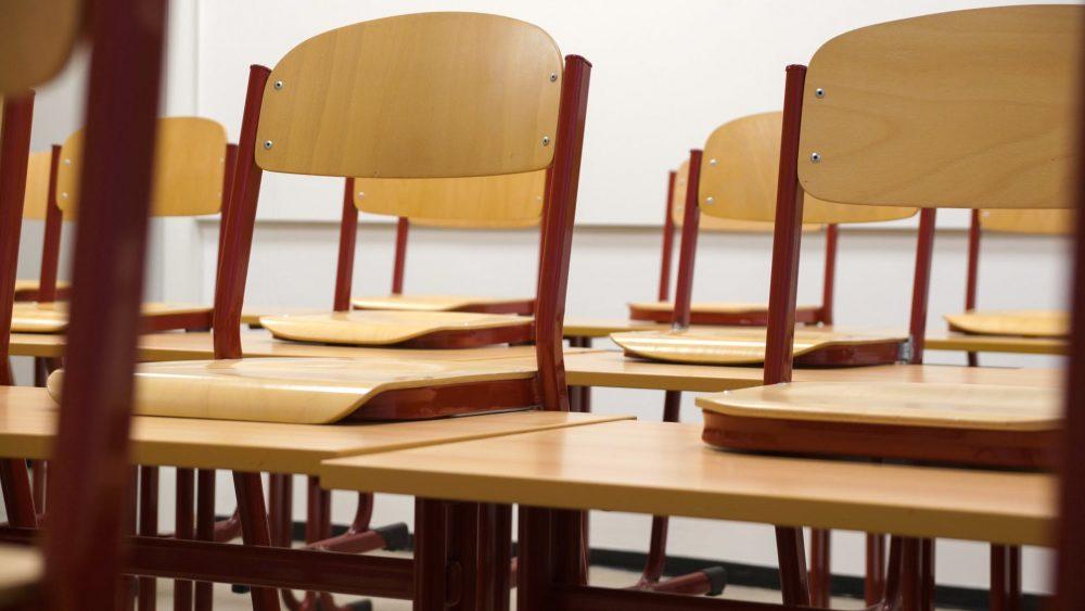 Posle Gimnazije i srednja Ekonomska škola u Čačku prekinula nastavu zbog nedolaska učenika 1