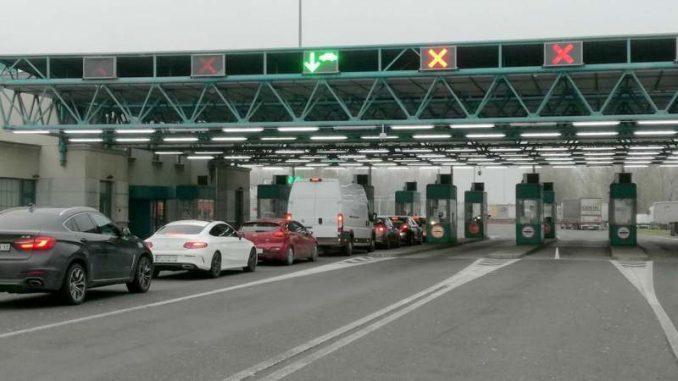 Prekinut saobraćaj na graničnom prelazu Sremska Rača 1
