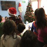 Paketići u ime Kluba čitalaca Danasa uručeni deci u svratištu u Krfskoj 11