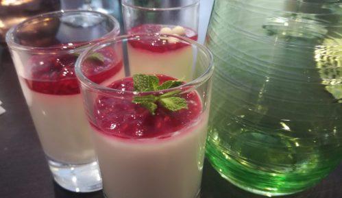 Desert u čaši - praznična panakota sa malinama (recept) 5