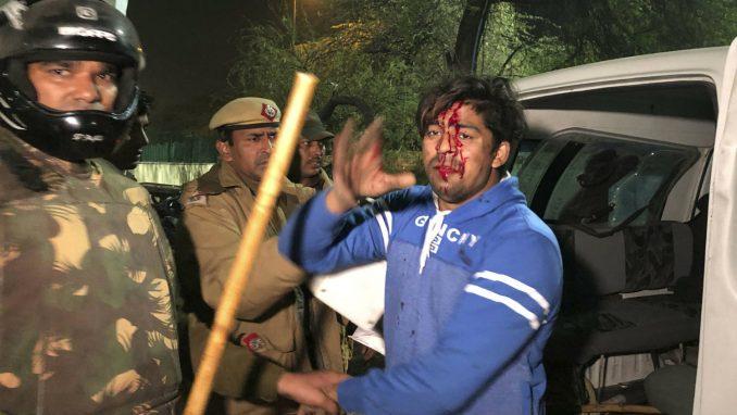 Nasilje na protestu u Nju Delhiju zbog zakona o državljanstvu 1