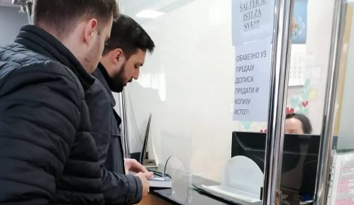 Omladina PSGi Nove poklonile Gramatiku ministru Šarčeviću 1
