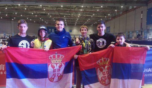 Učenici iz Kragujevca i Užica osvojili nagrade na robotičkom takmičenju u Šangaju 3