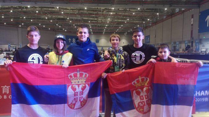 Učenici iz Kragujevca i Užica osvojili nagrade na robotičkom takmičenju u Šangaju 2