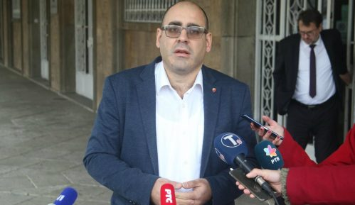 Đukanović (SNS): Na protestima se zloupotrebljava omladina, ima tu raznih službi 2