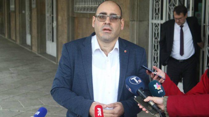 Đukanović (SNS): Na protestima se zloupotrebljava omladina, ima tu raznih službi 1