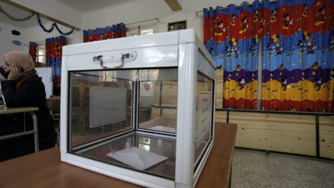 Na predsedničkim izborima u Alžiru do 14 časova glasalo 20,43 odsto birača 3