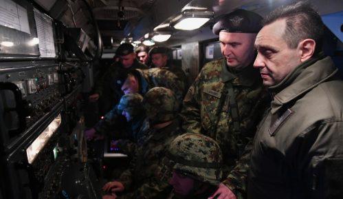 Ministar Vulin u novogodišnjoj noći sa pripadnicima 250. raketne brigade 15