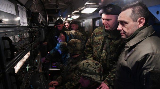 Ministar Vulin u novogodišnjoj noći sa pripadnicima 250. raketne brigade 4