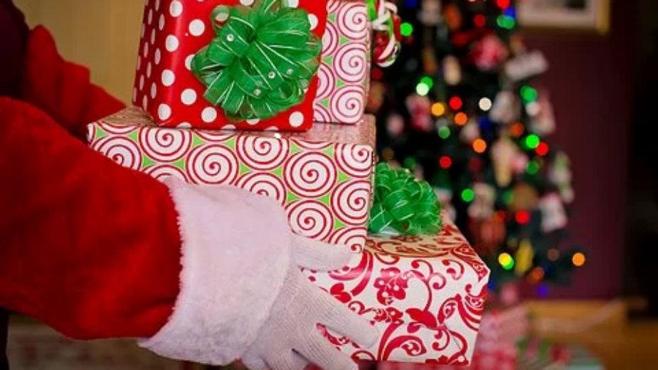 Deca saznaju da Deda Mraz ne postoji između pete i desete godine 1