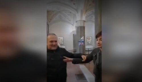 Portiri u Skupštini Vršca pokušali da spreče konferenciju opozicionih odbornica 5
