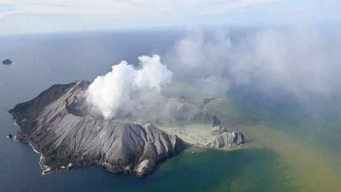 U erupciji vulkana na Novom Zelandu jedan mrtav, ima nestalih 4